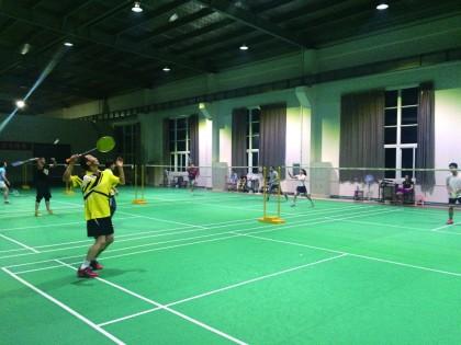 公司组织羽毛球活动